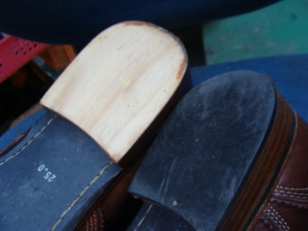 かかとゴム交換 2300円+消費税 ABBEY ROAD アビーロード紳士革靴サムネイル