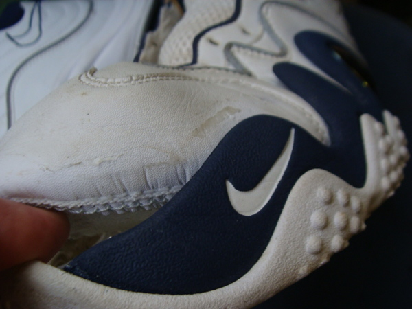 ソール剥がれ修理 縫い付けで対応 4000円+消費税 NIKE ナイキズームバスケットボールシューズサムネイル