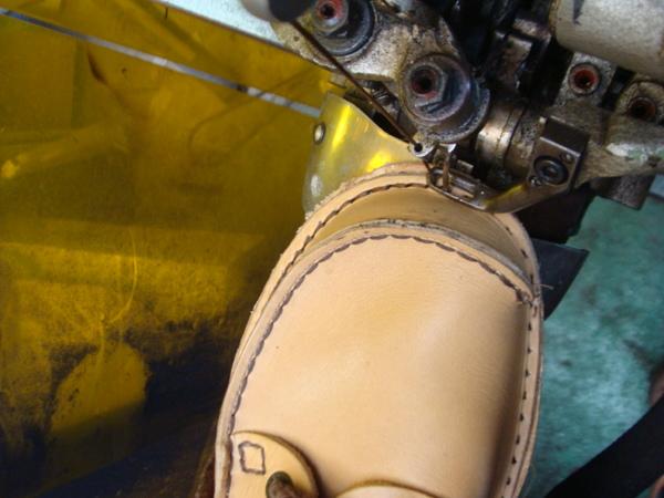 オールソール修理13500円+消費税 Vibram#100仕様 Clarks クラークスランブラー 加水分解にてソールはすでに無くサムネイル