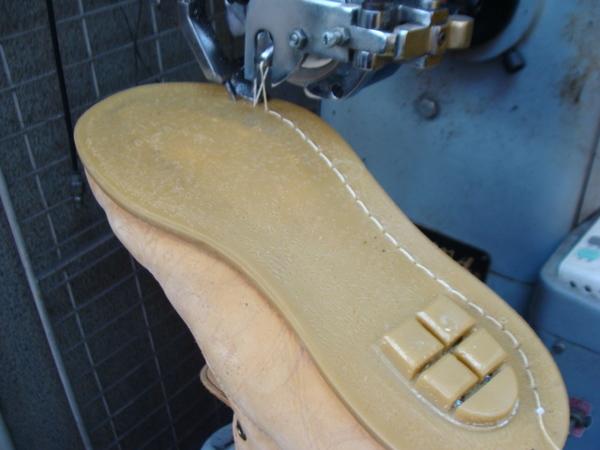 ソール剥がれ修理 縫い付けもします 3000円+消費税 インソール張替え2500円+消費税 Timberland ティンバーランドフィールドブーツ サムネイル