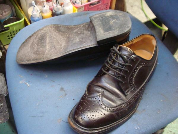 オールソール修理 11500円+消費税 中底交換3000円+消費税 REGAL リーガル紳士革靴 ウィングチップサムネイル
