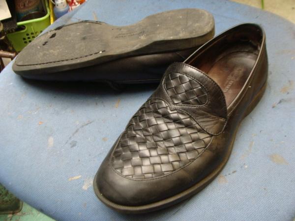 滑り革修理 2800円+消費税 かかとコーナー修理2300円+消費税 BOTTEGA ボッテガ・ヴェネタ 紳士革靴サムネイル