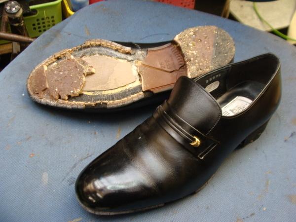 オールソール修理 10500円+消費税 紳士革靴 加水分解サムネイル