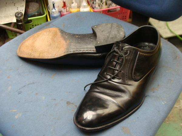 かかとゴム修理 2300円+消費税 ハーフソール補強 2300円+消費税 Marelli紳士革靴サムネイル