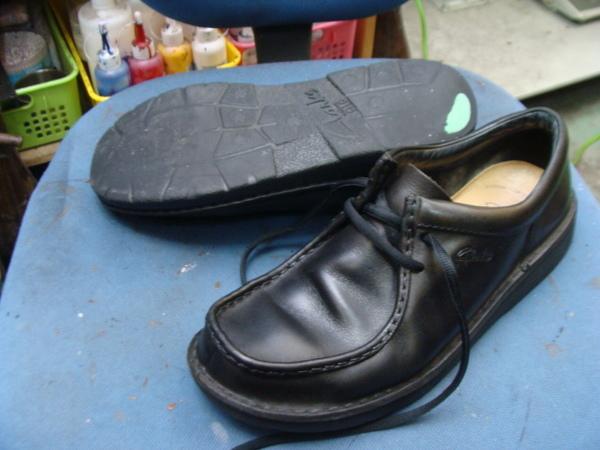 オールソール修理 11500円+消費税 Clarks クラークスワラビー 黒 履き込んでますサムネイル