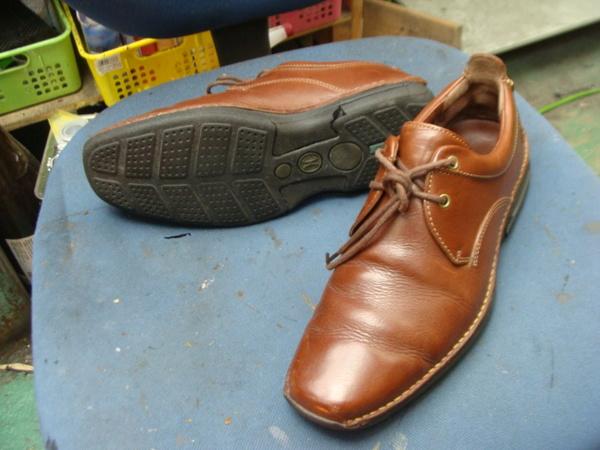 オールソール修理11500円+消費税 COLE HAAN コールハーン紳士革靴 加水分解サムネイル