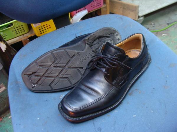 オールソール修理11500円+消費税 ECCO エコー紳士ビジネス系革靴 加水分解サムネイル