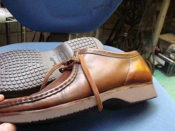 紳士革靴 すっきりデザインの靴ですね ソールに穴開きでオールソール修理です。サムネイル