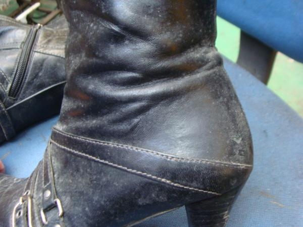 長期保存?の婦人ブーツ かかとゴム交換とクリーニングサムネイル
