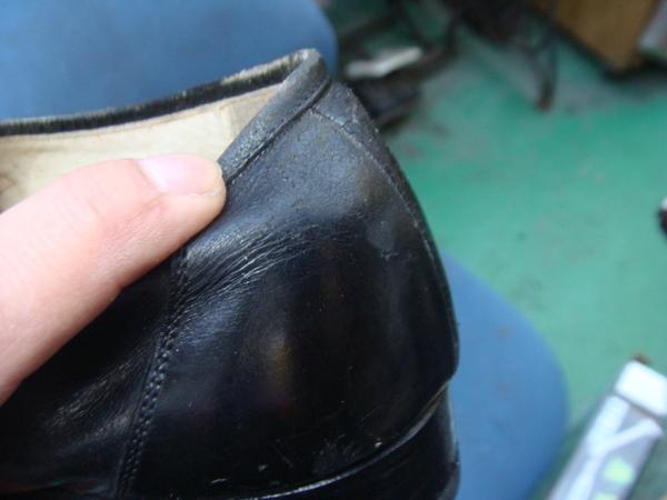 紳士革靴 かかとゴム交換と腰裏滑り革修理サムネイル