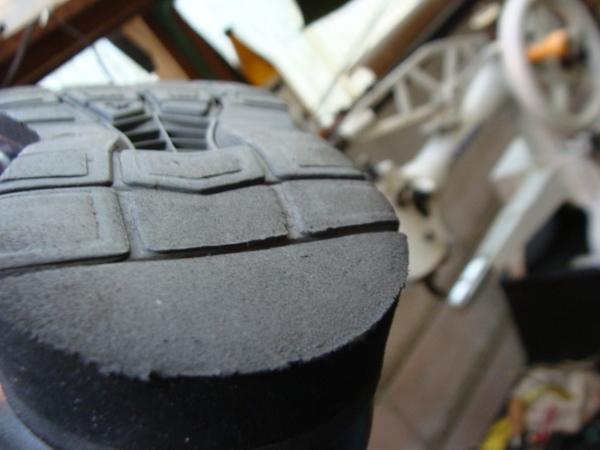 YONEX ヨネックスのウォーキングシューズ かかと部分修理 コーナー修理ですサムネイル