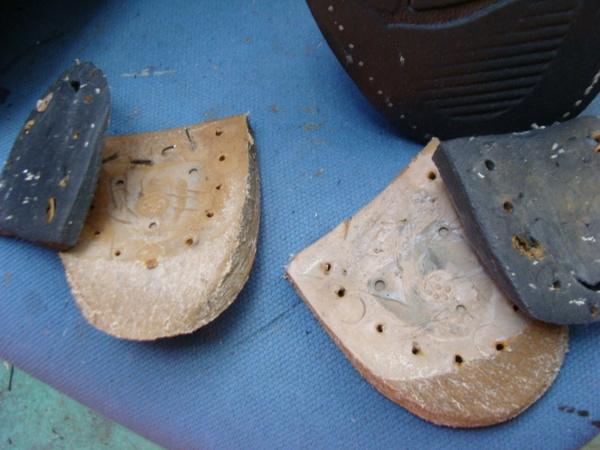 エナメル系鞄の取手付け根の割れ補修 サムネイル