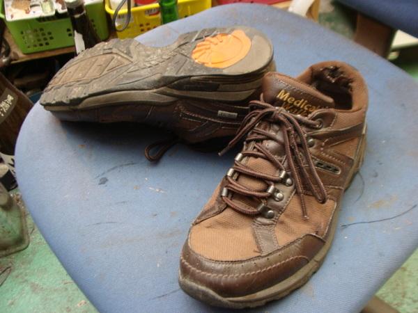 シングルモンクストラップの紳士革靴 カカト修理ですサムネイル