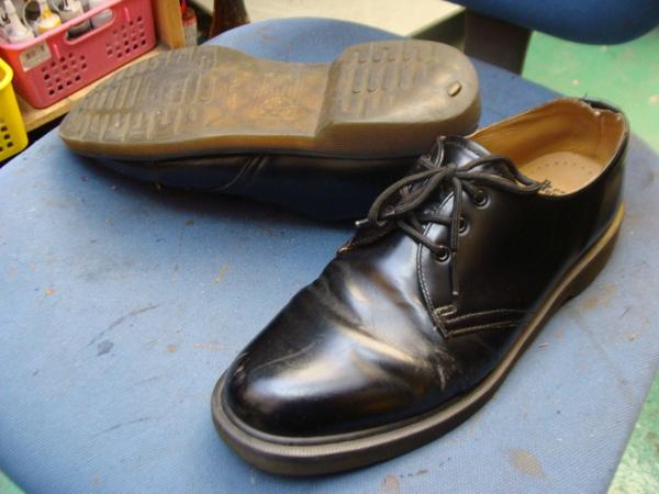 ルイヴィトンの紳士革靴 ソール剥がれ 縫い付けちゃいますサムネイル