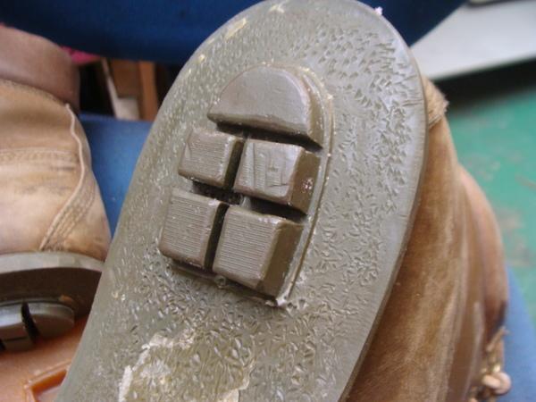 定番商品 婦人ショートブーツ かかとゴム加水分解 で交換サムネイル