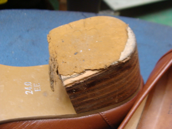かかとゴム交換 1400円+消費税 ハッシュパピー 婦人靴サムネイル