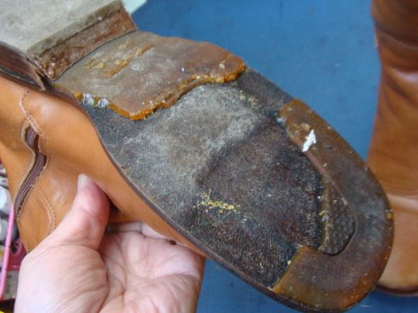 ソール交換10500円+消費税 婦人ブーツ 加水分解サムネイル
