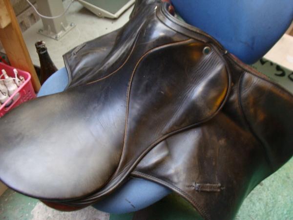 乗馬用のくらです。 ベルトの修理と掃除をしてみました 3000円+消費税サムネイル