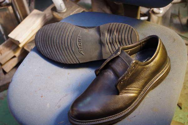 ソール交換 10500円+消費税 ALDEN オールデン紳士革靴 加水分解?サムネイル