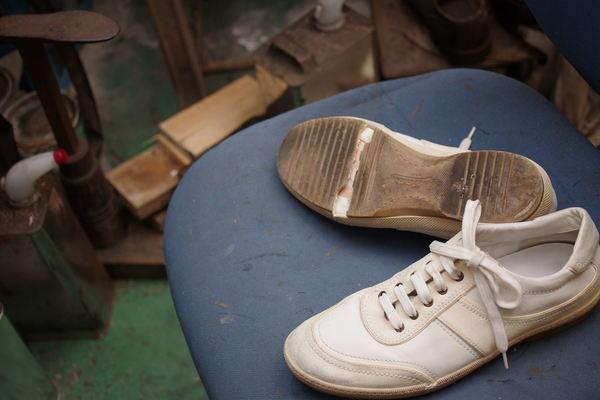 オールソール修理 13500円+消費税 Louis Vuitton ルイヴィトンスニーカー ソール割れサムネイル