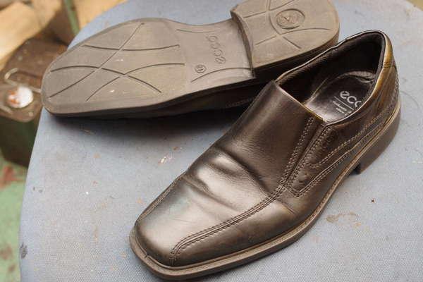 オールソール修理 11500円+消費税 Ecco エコー紳士革靴 スリッポン 加水分解サムネイル
