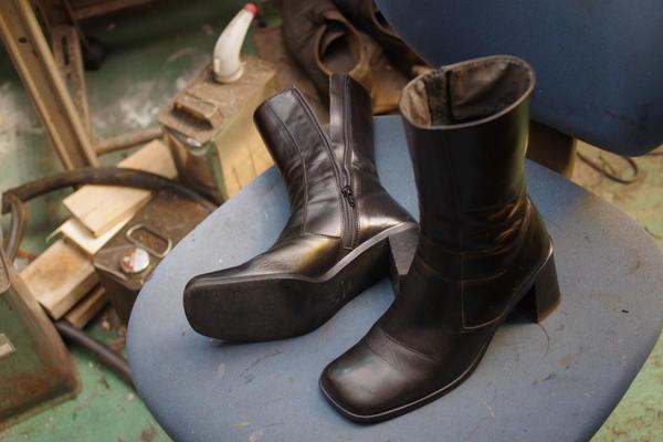 履き口 内張り張替え 婦人ミドルブーツ 経年劣化サムネイル
