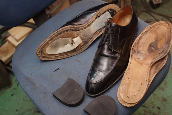 オールソール修理 12500円+消費税 REGAL リーガル紳士革靴 #430仕様 ソールは分解済みで送られてきましたサムネイル