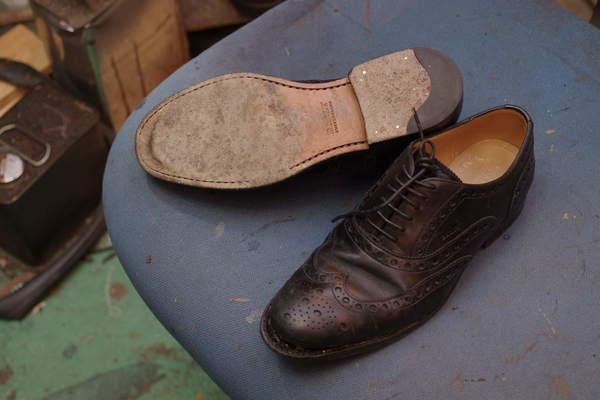 ソール剥がれ縫い付け 2000円+消費税 ハーフソール補強2300円+消費税 BALLY バリー婦人革靴 セメント製法サムネイル