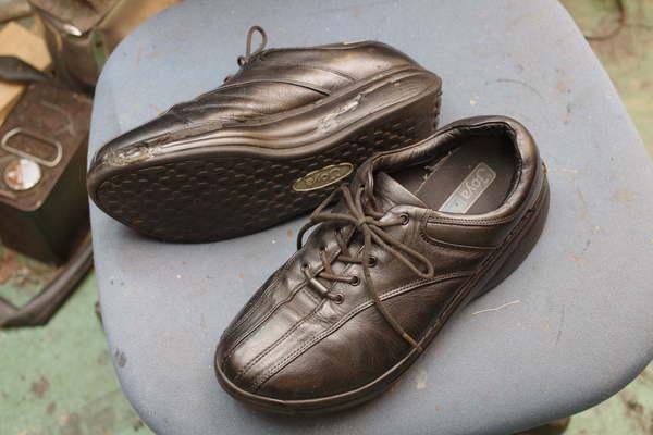 オールソール修理 11500円+消費税 コンフォートシューズ 厚底靴 加水分解サムネイル
