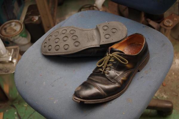 オールソール修理13500円+消費税 Sanders サンダース紳士革靴 ダイナイトソール仕様サムネイル
