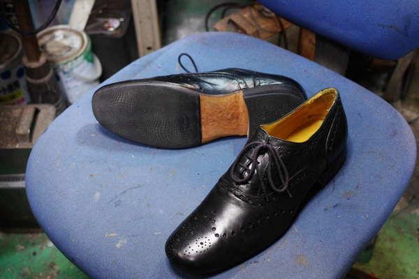 オールソール修理 11500円+消費税 ウォーキング系の靴にカスタムしてほしいということで #2668サムネイル