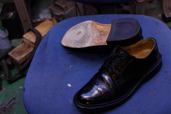 オールソール修理 13500円+消費税 REGAL リーガル紳士革靴 ストレートチップ 穴あきサムネイル