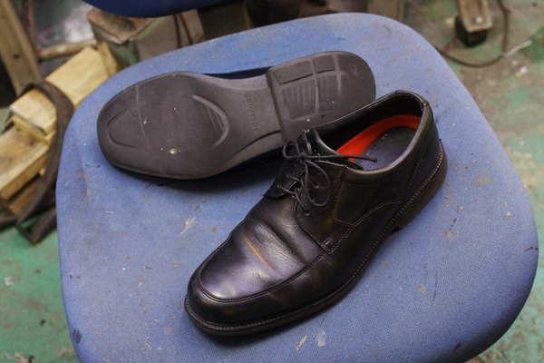 オールソール修理 13500円+消費税 Vibram#430 ROCKPORT ロックポート紳士革靴サムネイル