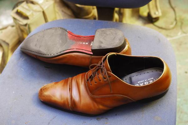 京都府 S様 REGAL リーガル紳士革靴 トーキャップ縫い付け ブロックヒール交換サムネイル