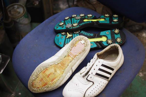岩手県 K様 adidas アディダスゴルフシューズ スパイクレス化 オールソール修理サムネイル