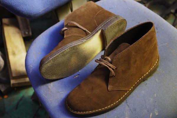 千葉県 S様 Clarks クラークス デザートブーツ オールソール修理 生ゴムソールから 2足いっぺんにサムネイル