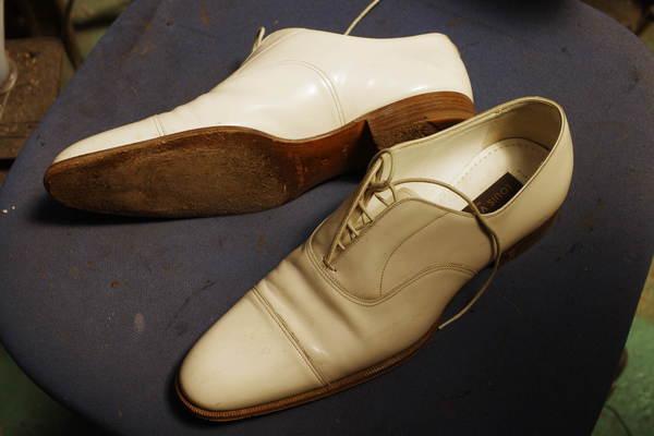鳥取県 M様 LOUIS VUITTON ルイ・ヴィトン 紳士革靴 オールソール修理 Vibram#1136ベージュにて カスタム修理サムネイル