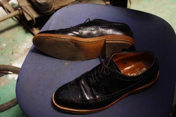 鳥取県 M様 ALDEN オールデン紳士革靴 オールソール修理 Vibram#1136黒にてサムネイル