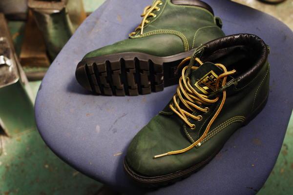 石川県 O様 ビバールーツ エンジニア系ブーツ オールソール修理 Vibram#100 本革ウェルト ミッドソール2枚サムネイル
