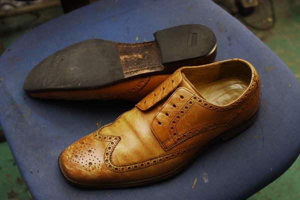 滋賀県 F様 COLE HAAN コールハーン ウィングチップ紳士革靴 染め直し かかとゴム交換などサムネイル