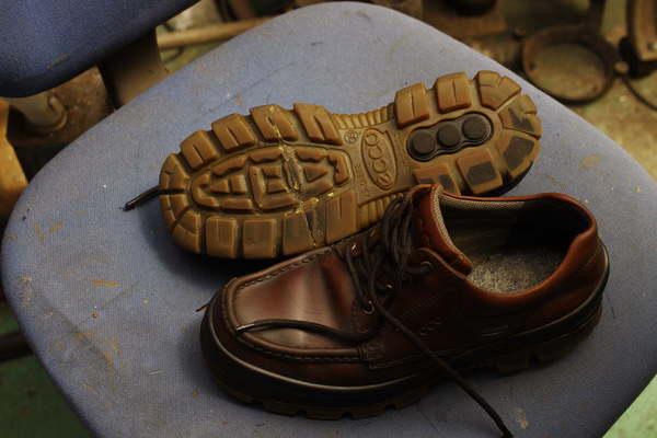 奈良県 H様 Ecco エコー紳士革靴 オールソール修理 ソール割れサムネイル