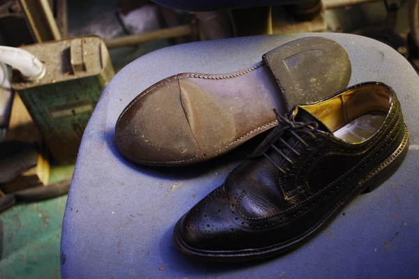 東京都 H様 REGAL リーガル紳士革靴 ウィングチップ ソール割れ オールソール修理サムネイル