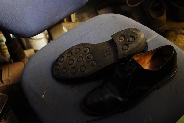 熊本県 O様 Santoni サントーニ紳士革靴 オールソール修理 ダイナイトソールにてサムネイル