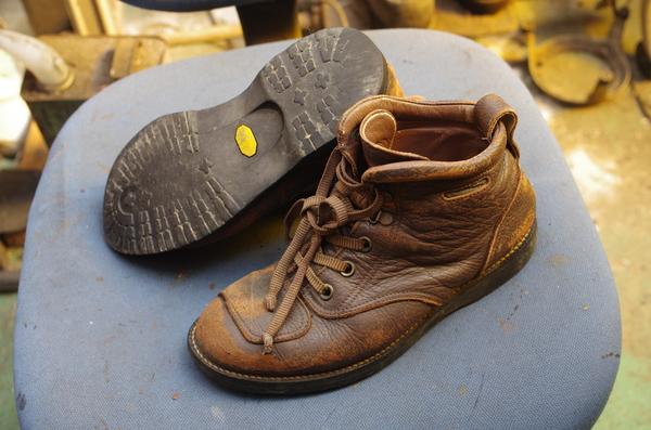 広島県 H様 VelourSLOPE ベロアスロープ ライダーブーツ オールソール修理とシフトパッチ縫直しサムネイル