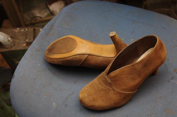 倉敷市 Y様 Clarks クラークス 婦人ショートブーツ ブーティ ヒール巻革張り替え 破れサムネイル