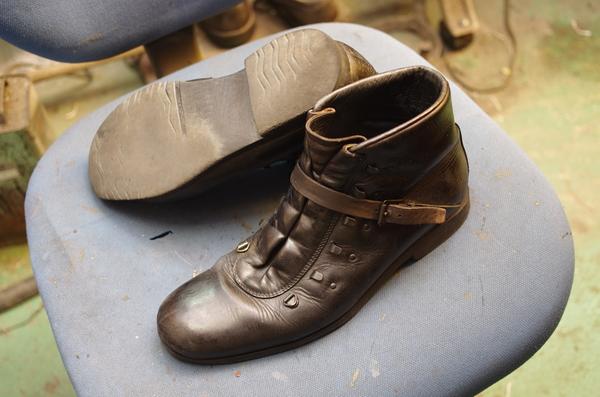 高知県 K様 GUCCI グッチ 紳士ショートブーツ オールソール修理 Vibram#148にてサムネイル