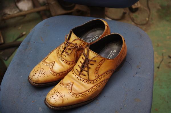 倉敷市 K様 REGAL リーガル ウィングチップ 紳士革靴 染め替え 濃茶へサムネイル