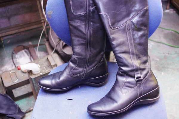 東京都 O様 Ecco エコー 婦人ブーツ オールソール修理 加水分解 サムネイル