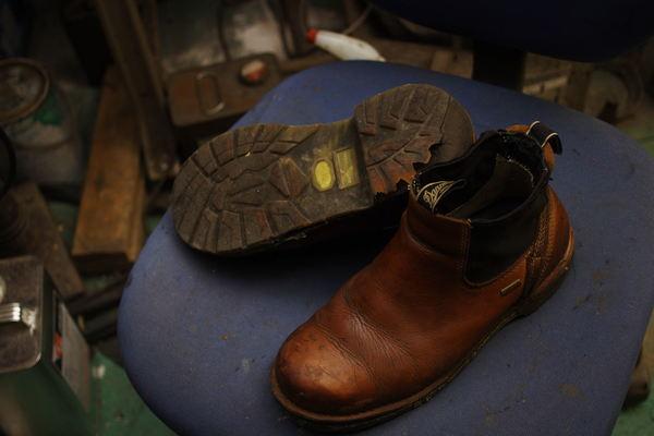 宮崎県 K様 Danner ダナー 紳士革靴 サイドゴアブーツ オールソール修理 Vibram#1136黒にて 加水分解サムネイル
