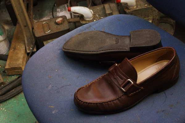 石川県 T様 BALLY バリー紳士革靴 ローファ オールソール修理 Vibram#430にてサムネイル